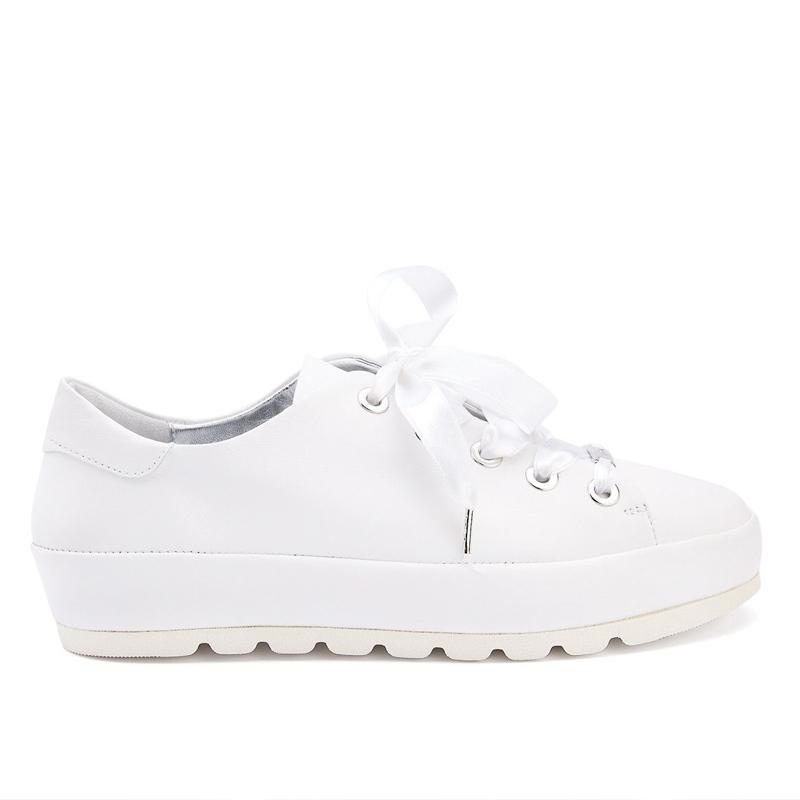 białe sneakersy na platformie APIA