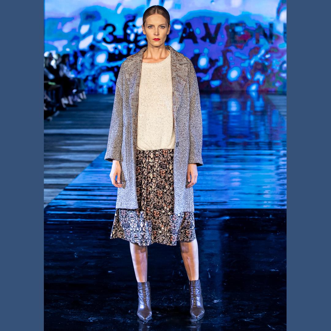 brązowe botki APIA pokaz mody Stefanel