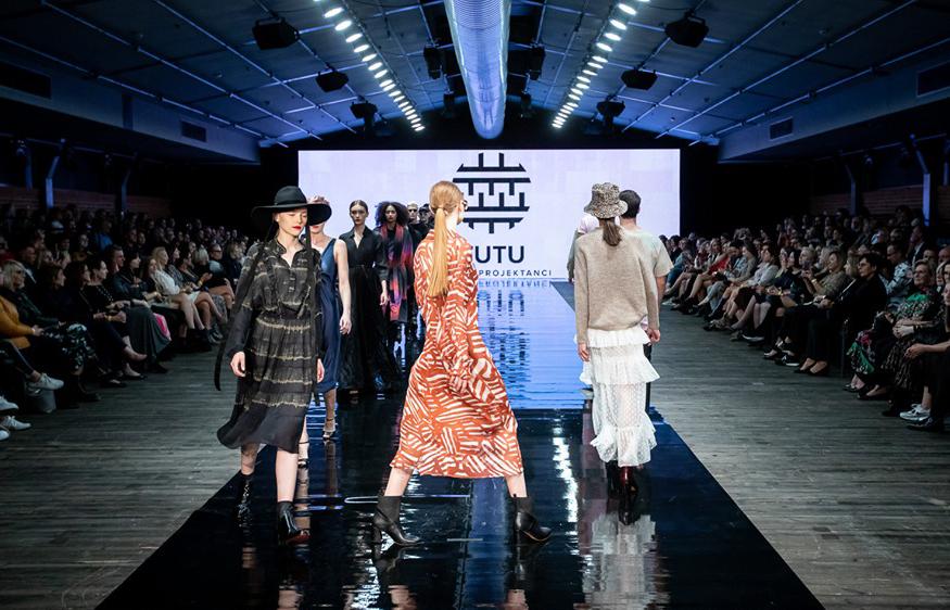 buty APIA pokaz mody polscy projektanci