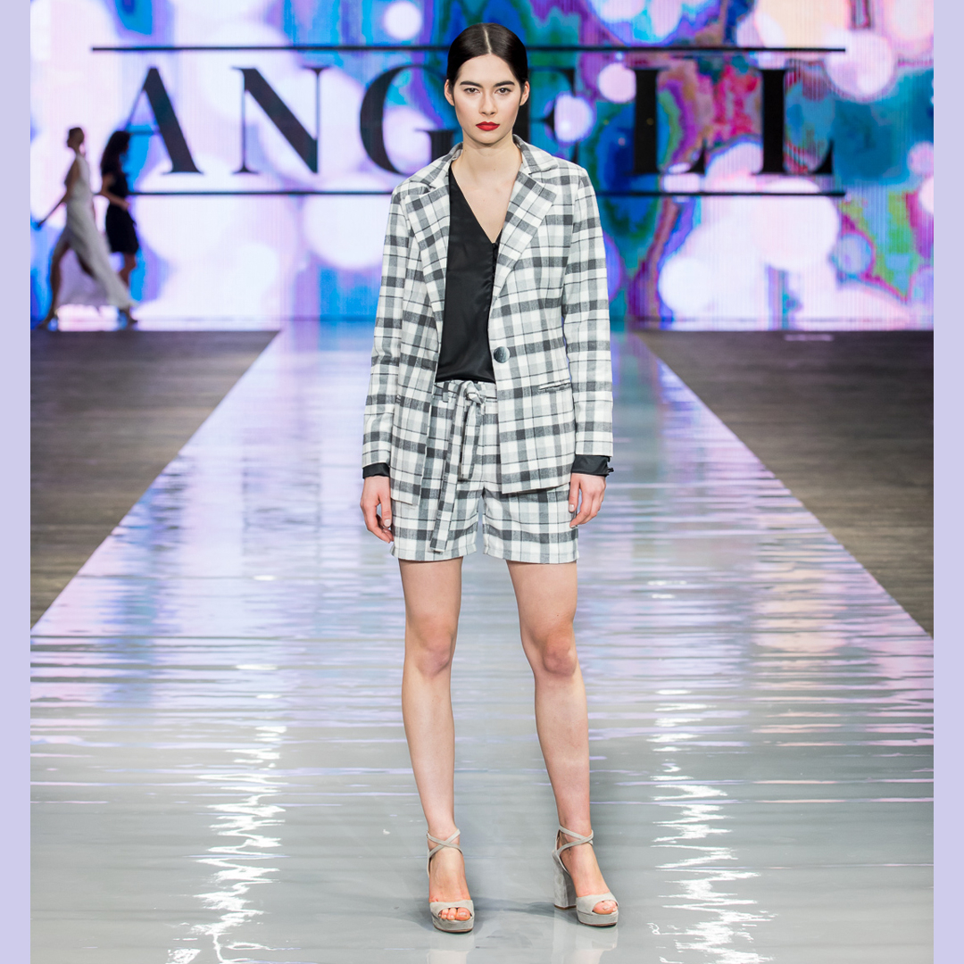 look Angell sandały na słupku i platformie APIA