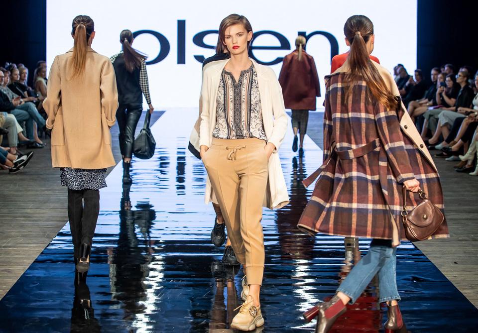 pokaz mody APIA Olsen