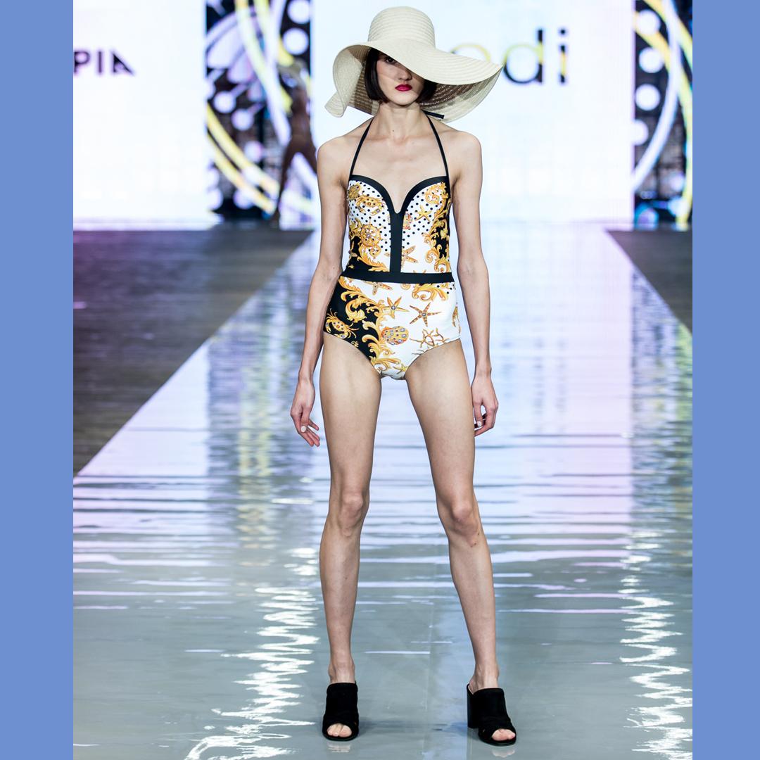 pokaz mody buty APIA klapki Nova bielizna Codi