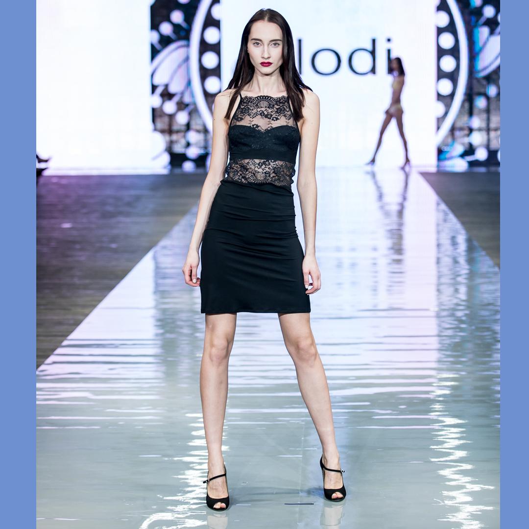pokaz mody buty peep toe Sorrento APIA bielizna Codi